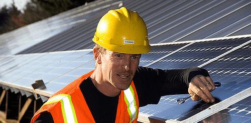 Thomas Driessen: ik en mijn collega dakdekkers helpen U graag!